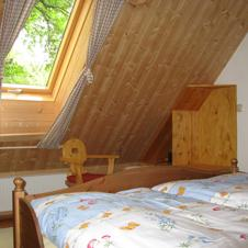 Fewo Rot Schlafzimmer 1